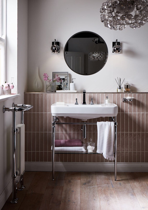 Wynwood 800 washstand من Heritage Bathrooms كلاسيكي