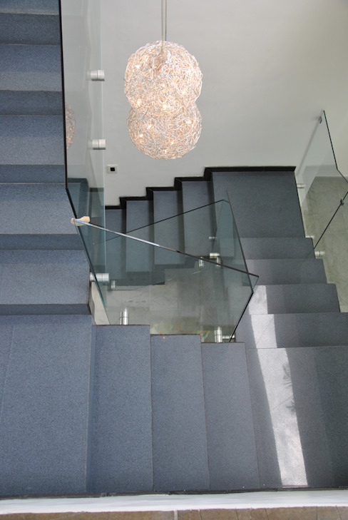 LAS LOMAS I Design Group Latinamerica Vestíbulos, pasillos y escalerasEscaleras