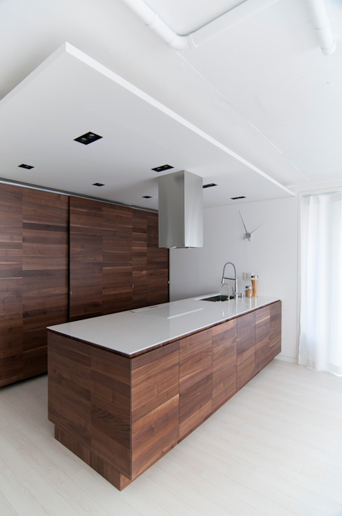 Modern kitchen by ARA Modern