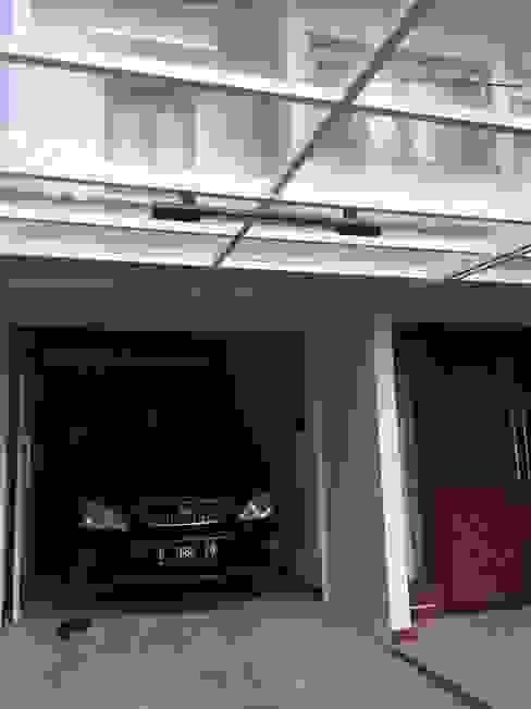 Carport beratap kaca Oleh Kahuripan Architect Modern Kaca