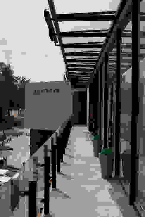 Centro TK Albercas modernas de ARCO Arquitectura Contemporánea Moderno