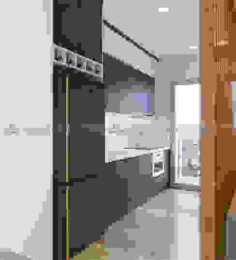 Thiết kế tủ bếp Nhà bếp phong cách hiện đại bởi homify Hiện đại
