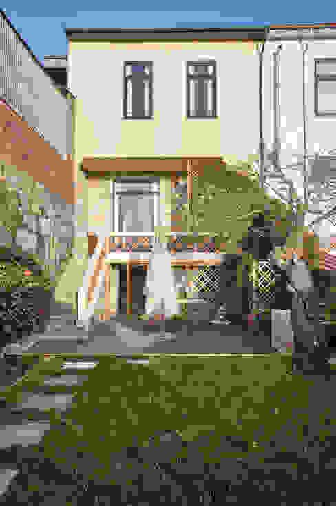 Jardim - vivenda em S. Mamede - Projeto de interiores Shi Studio - Matosinhos, Porto ShiStudio Interior Design Jardins de fachada