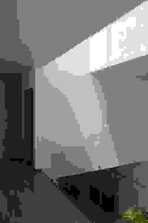 Casa Nordika Pasillos, vestíbulos y escaleras de estilo minimalista de Itech Kali Minimalista Compuestos de madera y plástico