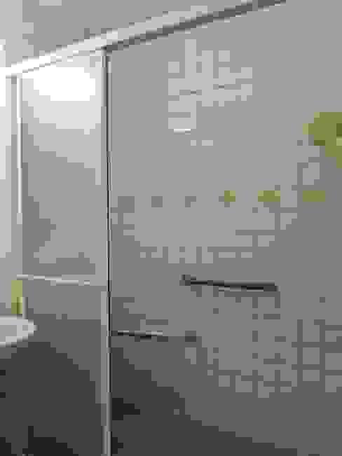 共用衛浴Before: 現代  by 以恩設計, 現代風