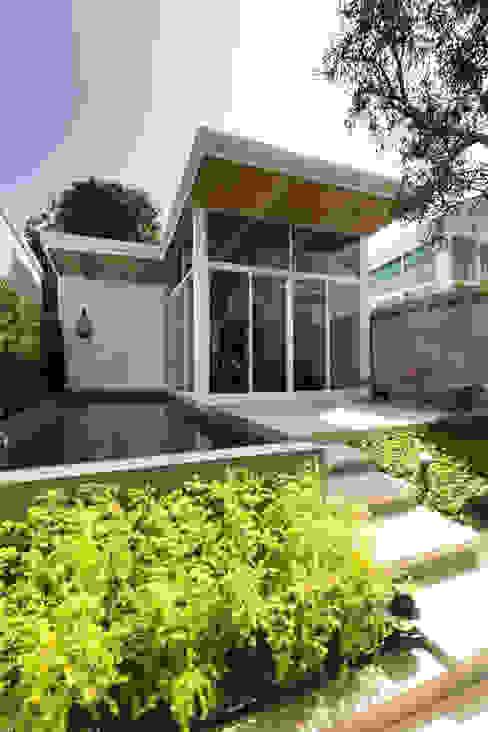 白色鋼構木屋 根據 大桓設計顧問有限公司 現代風 金屬