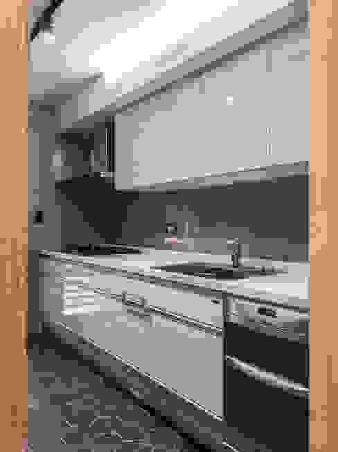 kitchen 根據 湜湜空間設計 簡約風