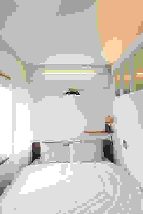 18평 빌라, 탑층 활용기 러스틱스타일 침실 by 미우가 디자인 스튜디오 러스틱 (Rustic)