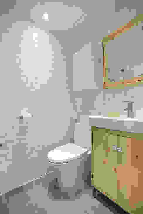18평 빌라, 탑층 활용기 러스틱스타일 욕실 by 미우가 디자인 스튜디오 러스틱 (Rustic)