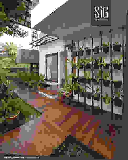 Rumah Kebun Mandiri Pangan (Food Self-Sufficiency House) Balkon, Beranda & Teras Minimalis Oleh sigit.kusumawijaya | architect & urbandesigner Minimalis Kayu Wood effect