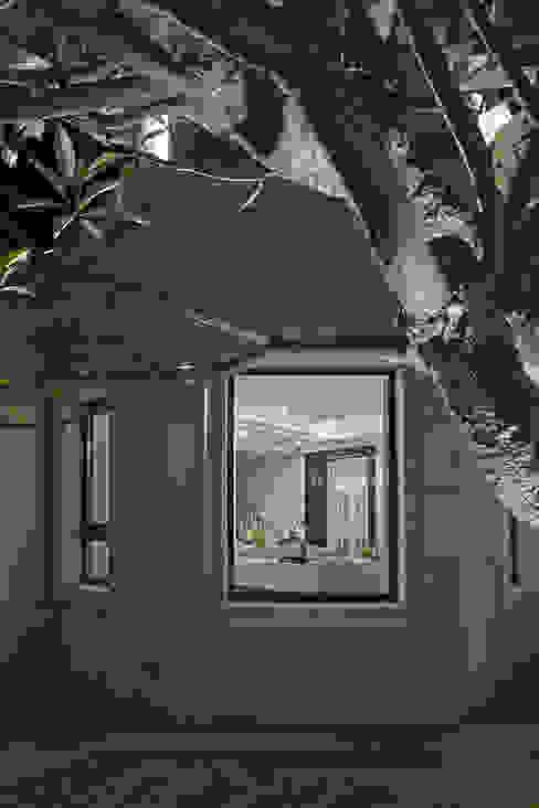 CORNER HOUSE 现代客厅設計點子、靈感 & 圖片 根據 Fertility Design 豐聚空間設計 現代風