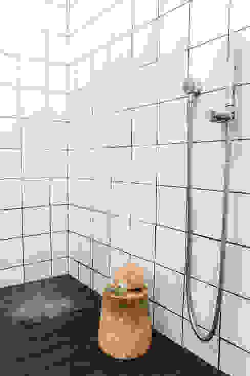 Project: Copperhead, Cape Town Modern bathroom by de Beyer Design Studio Modern