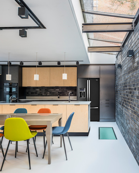 Kitchen and Dining space 모던스타일 주방 by The Crawford Partnership 모던 합판