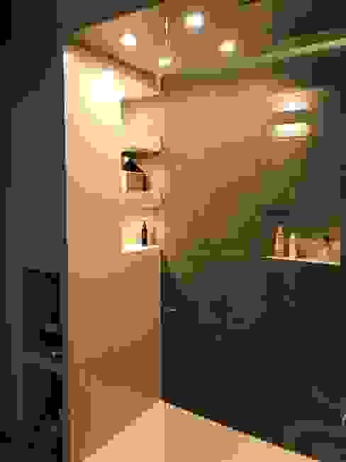 Bagno in suite - doccia Cozzi Arch. Mauro Bagno moderno