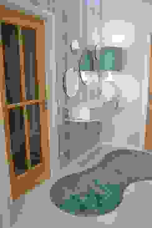 Victor Bertier Design Modern Corridor, Hallway and Staircase Blue