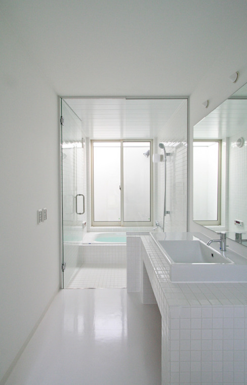 石川淳建築設計事務所 Minimalist style bathrooms White