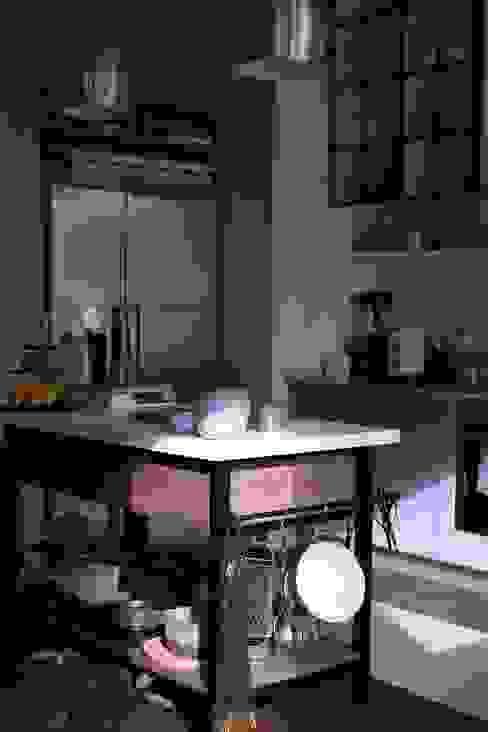 custom made wooden white iron kitchen island von Ivy's Design - Interior Designer aus Berlin Modern Holz Holznachbildung
