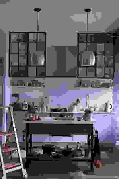custom made iron kitchen cabinets von Ivy's Design - Interior Designer aus Berlin Modern Holz Holznachbildung