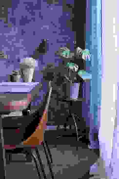 transparent long organic material curtains: modern  von Ivy's Design - Interior Designer aus Berlin,Modern Textil Bernstein/Gold