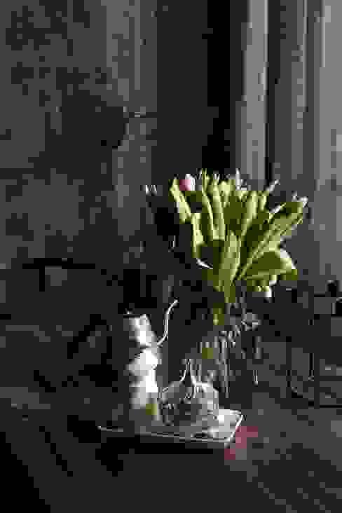 oversized glass decorative vase: modern  von Ivy's Design - Interior Designer aus Berlin,Modern Glas
