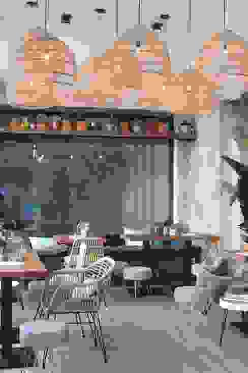 window sitting area and accessoires von homify Mediterran Glas