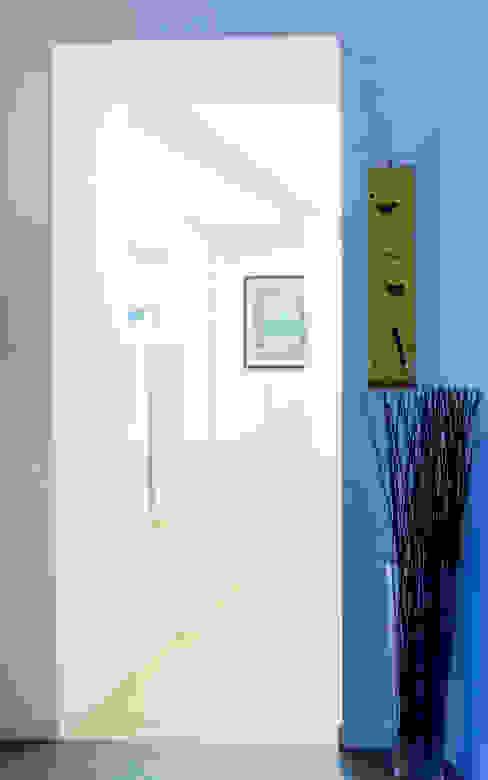 L'ingresso VITAE Studio Architettura Ingresso, Corridoio & Scale in stile minimalista