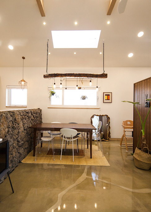 Country style dining room by 더 이레츠 건축가 그룹 Country