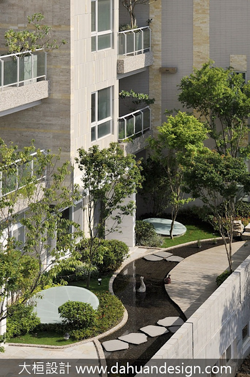 Balcones y terrazas de estilo moderno de 大桓設計顧問有限公司 Moderno Mármol