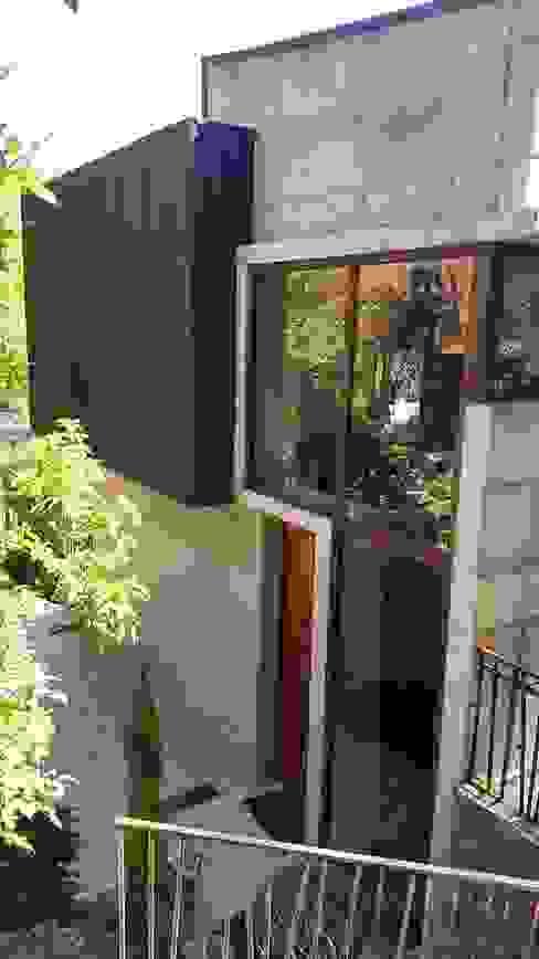 FACHADA DE ACCESO: Casas de estilo  por arquiroots