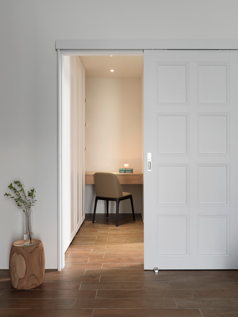 Phòng thay đồ phong cách hiện đại bởi 夏沐森山設計整合 Hiện đại