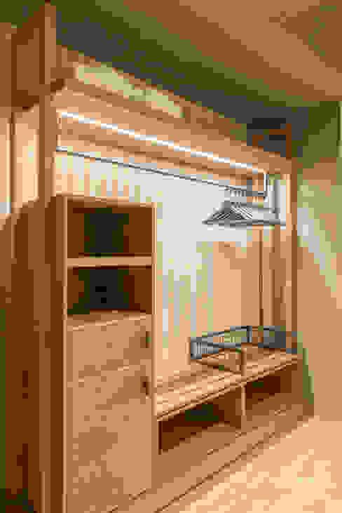 Armadio guardaroba, cassaforte e frigo bar. Fab Arredamenti su Misura Camera da lettoArmadi & Cassettiere Legno Effetto legno