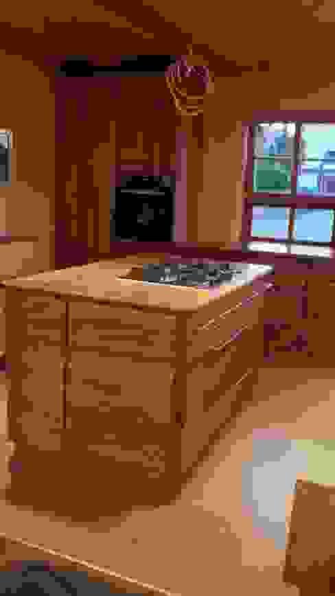 Massive Eichenholz Bioküche in Vollholz mit handgezinkten Schüben Tischlerei RMD Rustikales Möbeldesign Ausgefallene Küchen