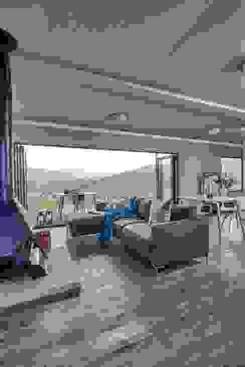 Living area Berman-Kalil Housing Concepts Living room