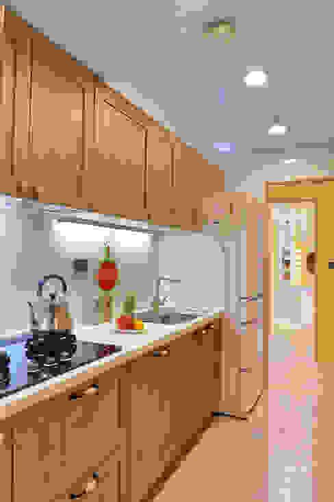 故事的故事-南法鄉村度假小屋:  廚房 by 酒窩設計 Dimple Interior Design