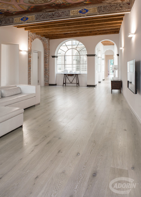Bleached Quercus wood floor オリジナルデザインの リビング の Cadorin Group Srl - Italian craftsmanship Wood flooring and Coverings オリジナル