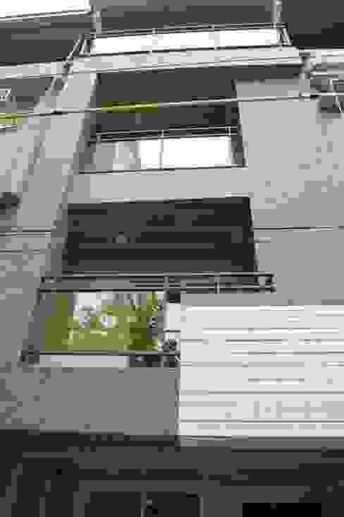 老屋修繕 現代房屋設計點子、靈感 & 圖片 根據 利佳室內裝修設計有限公司 現代風