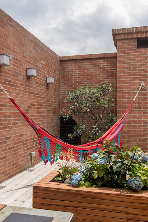 22-106 Balcones y terrazas de estilo minimalista de ARCE S.A.S Minimalista Ladrillos