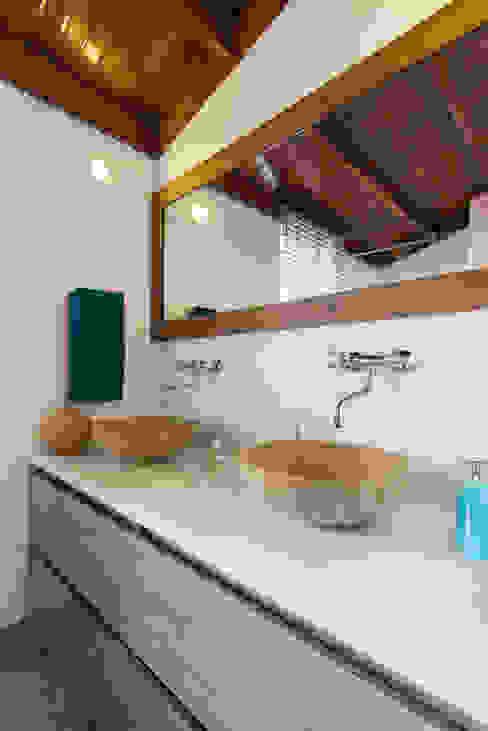 Sotileza: Baños de estilo  por ARCE S.A.S,