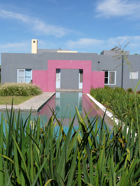 CASA EN CENTAUROS C.C. Pileta y canal de nado de Estudio Dillon Terzaghi Arquitectura - Pilar Moderno Ladrillos