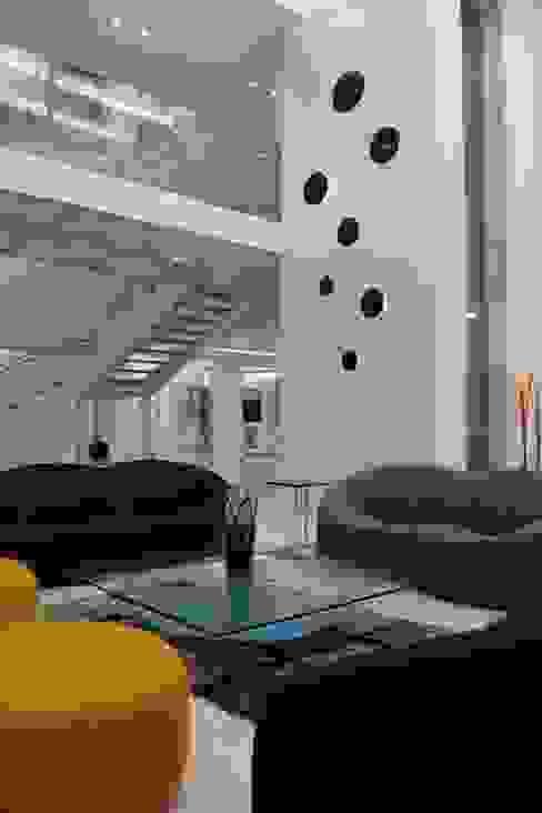 Couloir, entrée, escaliers modernes par Innerspace Moderne