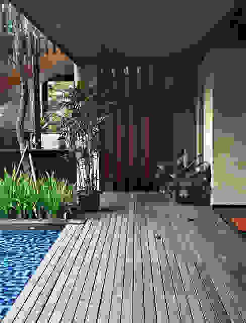 Koridor / Lorong Koridor & Tangga Gaya Rustic Oleh homify Rustic