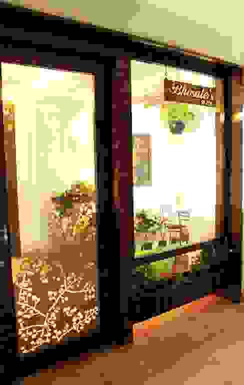 Entry Door Modern windows & doors by Dezinebox Modern
