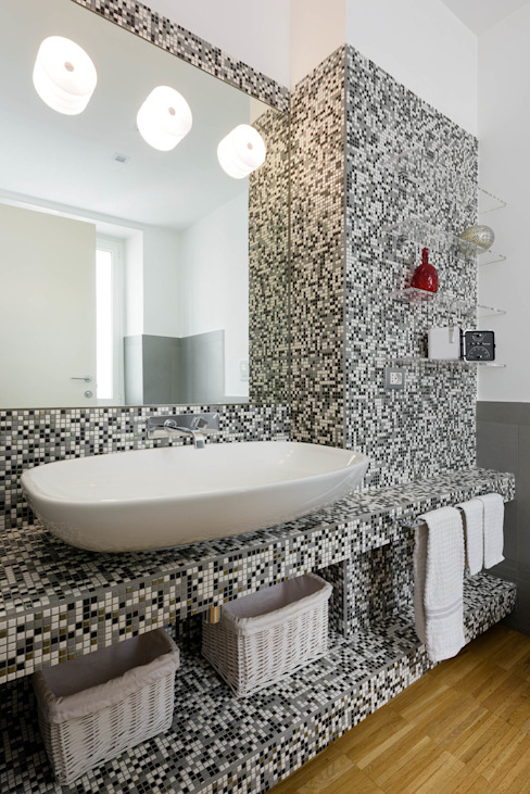 Modern bathroom by homify Modern Tiles