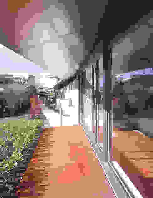 グランドピアノのある住まい:吉備の家: JWA,Jun Watanabe & Associatesが手掛けた窓です。