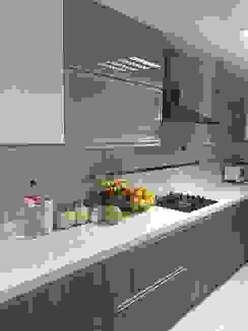 Remodelación Cocina La Molina Cocinas de estilo moderno de YR Solutions Moderno