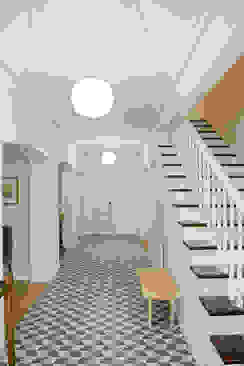Tangerinas e Pêssegos - Design de Interiores & Decoração no Porto Stairs Wood White