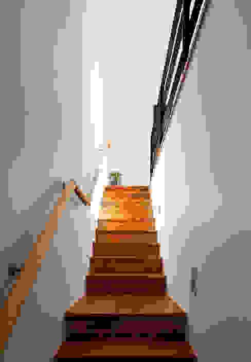 Escalier de style  par (주)하우스스타일