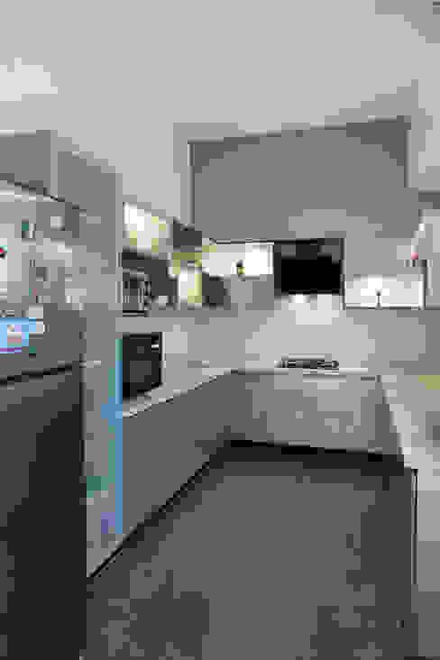 Anna varghese:  Kitchen by Designasm Studio,