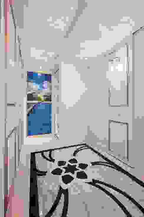 廊道的盡頭 公私領域的分界 經典風格的走廊,走廊和樓梯 根據 趙玲室內設計 古典風