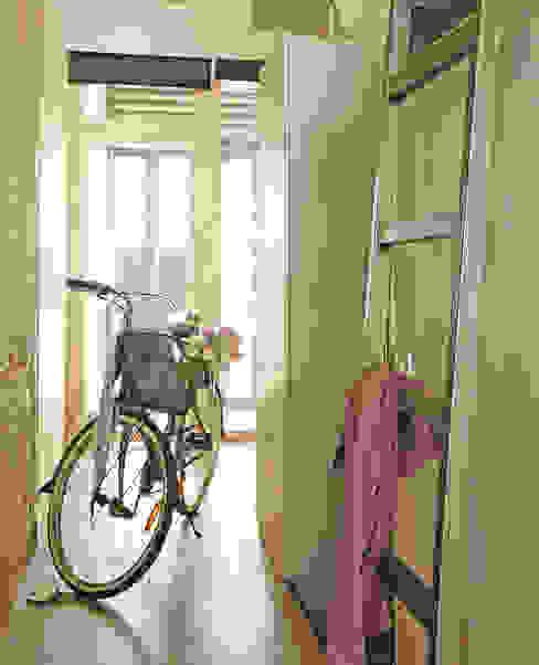 Loft Pasillos, vestíbulos y escaleras de estilo industrial de CREAPROJECTS. Interior design. Industrial